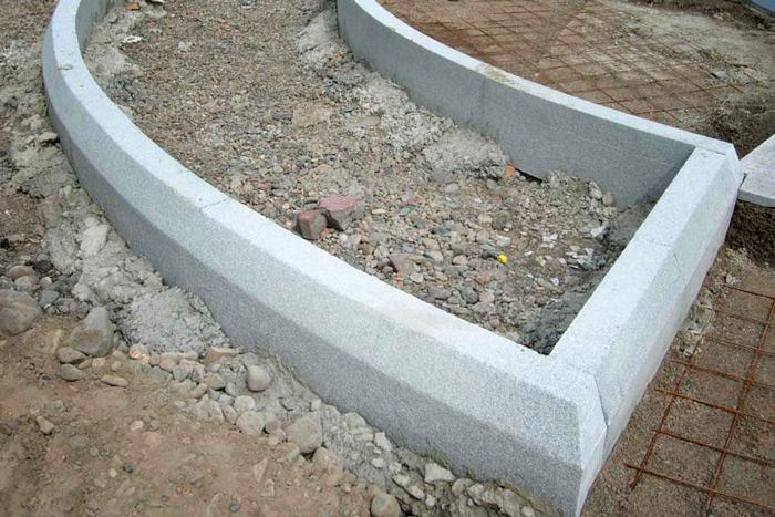 Как выбрать бетонные бордюры?